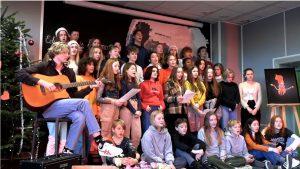 učenici i gitara
