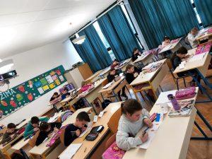 učenici u učionici