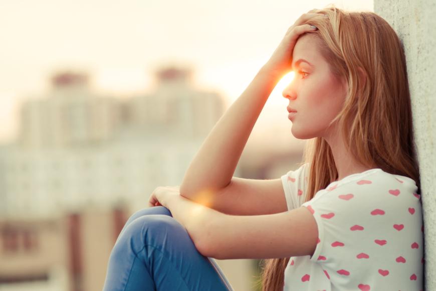 mlada osoba pod stresom
