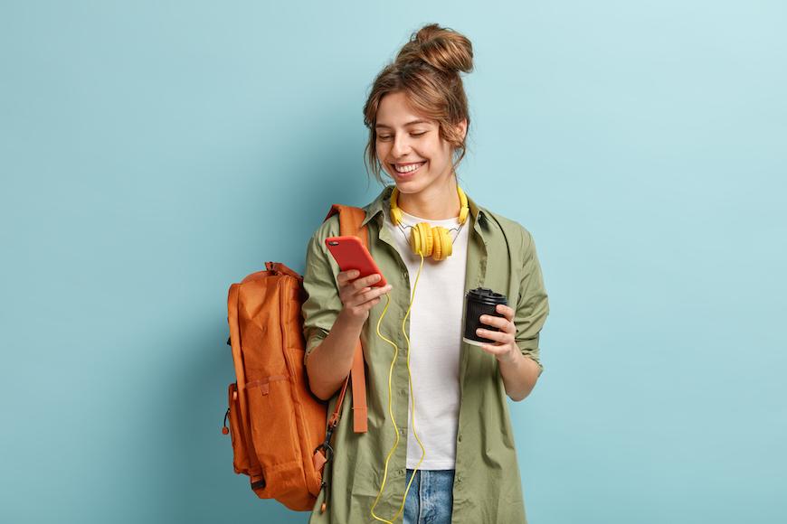 djevojka s mobitelom