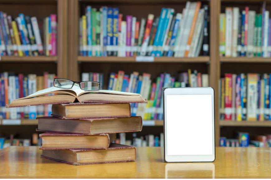 knjiga i mobitel