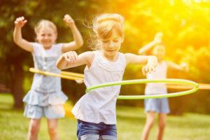 djevojčice s hula hoopom
