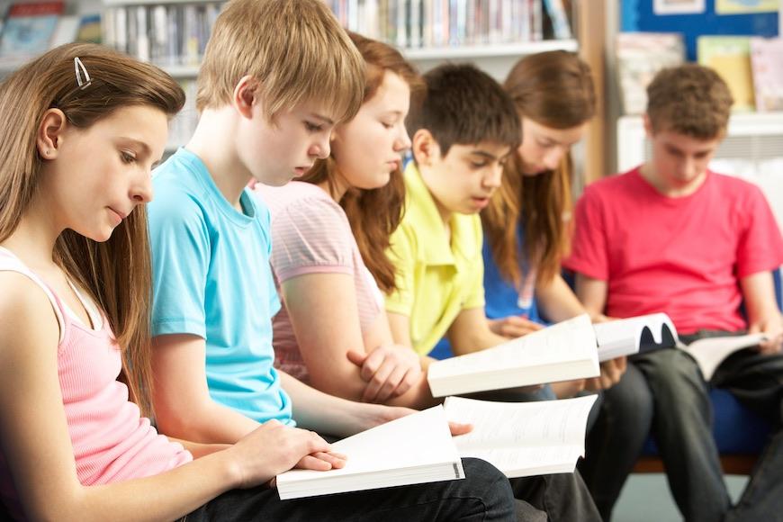 učenici čitaju